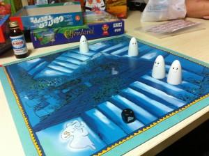 早めに部室に来たメンバーだけでお化けの階段をプレイ、誰が誰だか分からなくなるこのゲームに爆笑!
