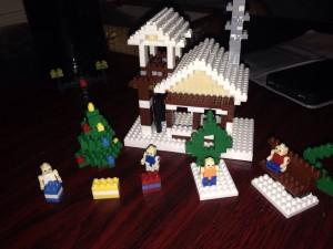 プレゼントの一つであるブロックを組み始めるO教授。そういえばもう直ぐクリスマスですね。
