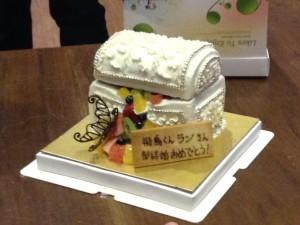 部長の奥様も参加されたので、改めて皆で結婚のお祝いをしました。