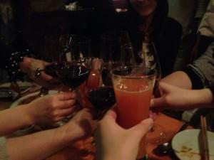 一方その頃、上海ゲーム部女子会は、大盛り上がり、今回は8人のゲーム部女子が集まり、イタリアンを楽しんでいました。