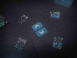 ワンナイト人狼:ナイトだけに薄暗い中でプレイ。ドット絵で描かれたカードと、10分位で終わるお手軽さが、丁度良かったですね。