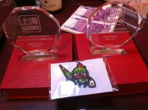 今回は、トロフィーだけでは無く、Nと課長より副賞も貰えました。