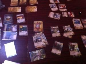 ルーンエイジ:ルーンバウンドの世界、テノリスを舞台に、国同士がぶつかり合うデッキ構築型ゲームです。