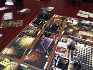 マンションオブマッドネス:ラブクラフトのクトクルフ神話を題材にしたTRPG風のボードゲームです。