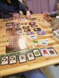 何とこのゲーム、いち早く破産した人が価値というゲームです。散財を楽しめちゃいますよ。