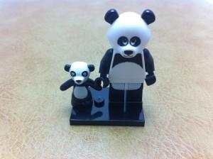 パンダの着ぐるみを着た男性