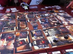 マンション・オブ・マッドネス:正に狂気の様なシナリオでした。モンスターが出てこない館で、プレイヤー同士の疑心暗鬼が発生します。後味悪度120%