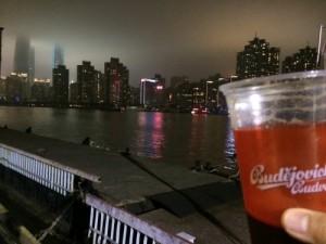 夜景とビールの相性はバツグン