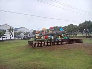 静かすぎる公園…