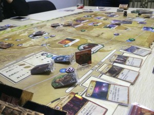 エルドリッチホラー:クトゥルフ版パンデミックの様なゲームです。バッタバッタと死んでいく仲間達、邪神復活を阻止することは出来ませんでした。