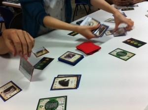 三国殺:上海ゲーム部では全員がプレイできるこのゲーム。