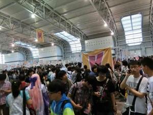 人、人、人。 上海の外れだというのにこの数はすごい。