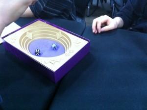 ストライク:手に汗握るダイスゲームです。ダイスゲームってルールは比較的分かりやすく、とっても盛り上がるんです。