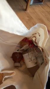 ジュース4本、ドライマンゴー2袋、クッキーが入ってました(*´∀`*)