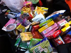 有志の(お面を忘れた)皆様大量のお菓子も準備されました。だからデブ部とか言われるのです。
