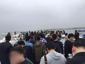 港:到着した阳澄湖、小さな港があり、そこにボートが並んでいます。今回ご厄介になるお店の老板と連絡をとり、