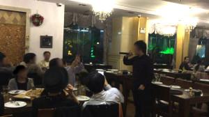 ほぼ全員揃ったので、食事の前に部長から挨拶をしてもらいます。麺酒房の事や、部員への感謝の言葉を頂きました。