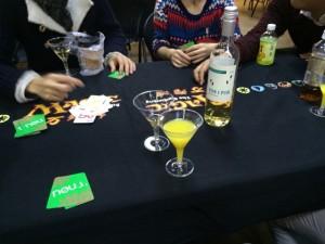 NOE:酒を飲みながらこのゲームは中々刺激出来です。何処でパワーカードを使用するかが肝なんですが、酔っ払ってどうでも良くなってくるのです。