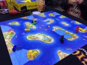 海賊ブラック:ふいごの風で船を動かす子供ゲームです。コインの奪い合いが熱いんです。