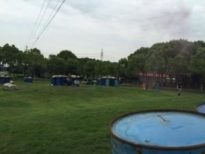 至るところで上海ゲーム部の仲間がやられた合図である赤色の煙幕が上がります。