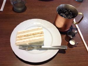 アイスケーキとアイスコーヒーで。アイスなので濃厚さもくどくなく、最後までさっぱりいただきました。コーヒーも程良い苦みで◎
