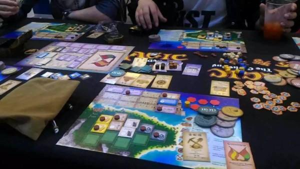 プエルトリコ:かつてボードゲームギークで連続No.1人気を誇っていた世界最高のゲームと言われた作品です。