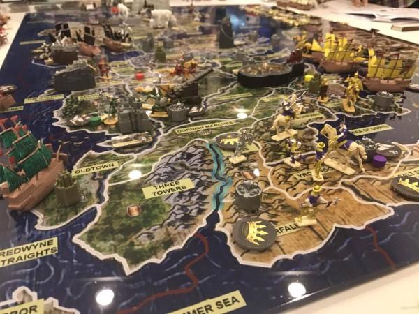 最初に南部でキングスランディングを巡る争いが勃発、タリー家が先ずは首都を手中に収めます。