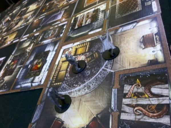 マンション・オブ・マッドネス:不気味な館に調査の為に侵入したプレイヤーたちと、館の戦いです。クトゥルフ好きには堪らない一作ですね。