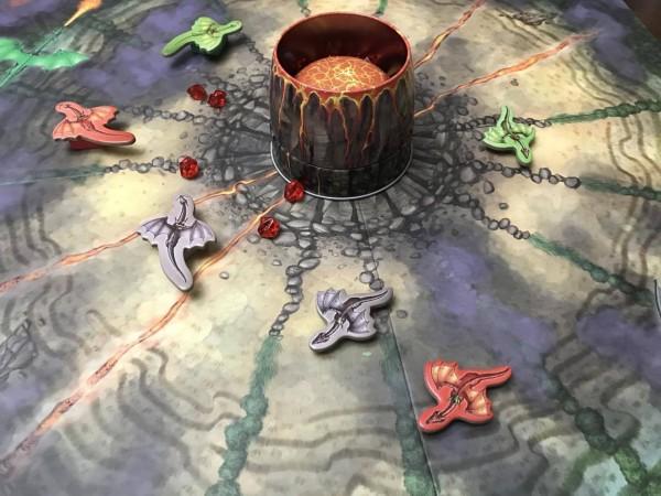 ファイアドラゴン:火口にマグマが溜まり噴火する火山の周りをグルグル回りながらルビーを集めるゲームです。5歳のお子さんから楽しめます。